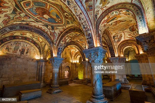 frescos in san isidro basilic in leon - provinz leon stock-fotos und bilder