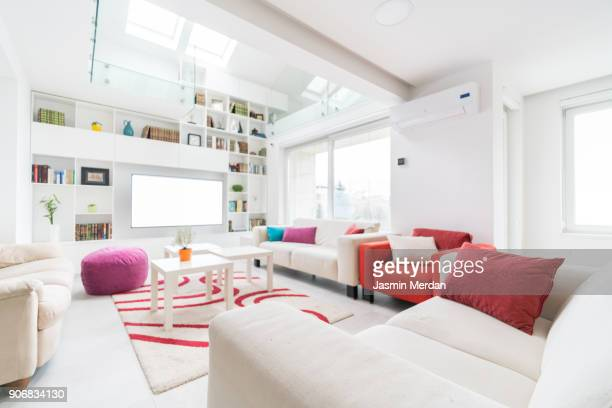 fresh and modern white style home interior - grande angular - fotografias e filmes do acervo