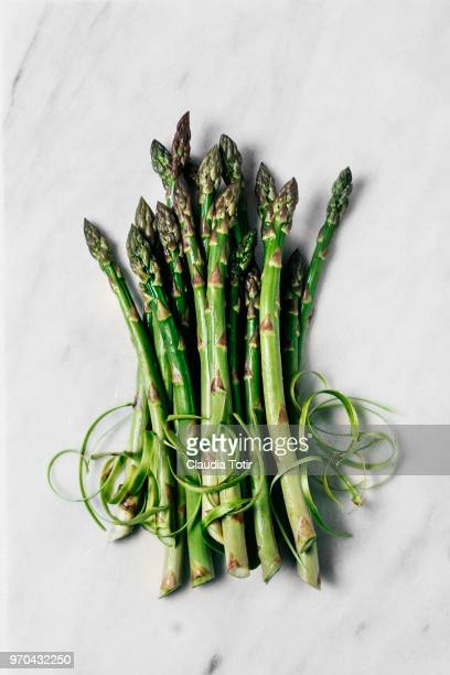 fresh asparagus - asparagus stock pictures, royalty-free photos & images