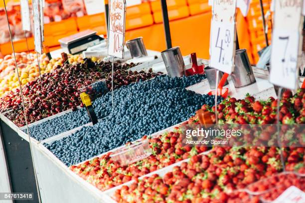 fresh berries on the market stall in helsinki, finland - agricultural fair stock pictures, royalty-free photos & images