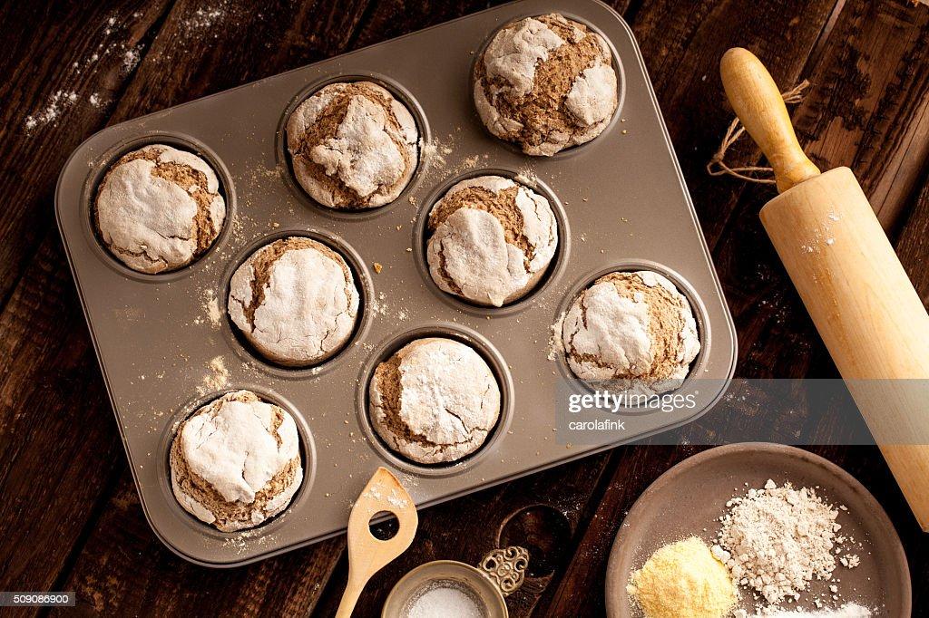 Fresh bread buns on wooden board : Stock-Foto