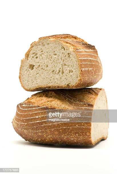 Frisches Brot in Scheiben geschnitten und liegen