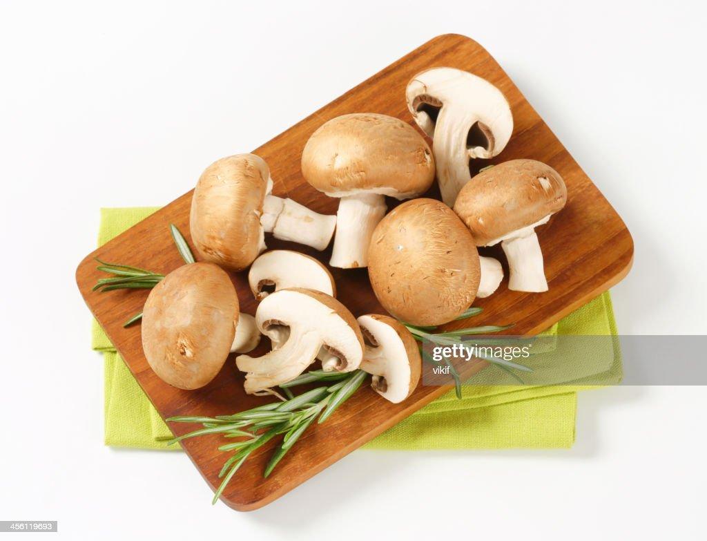 Fresh brown mushrooms : Stock Photo