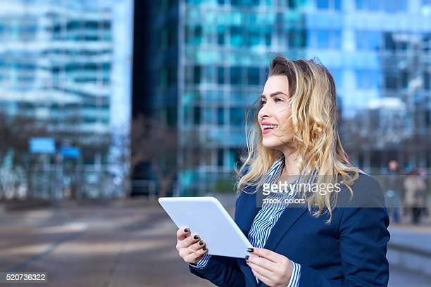 Des actualités d'affaires sur tablette numérique