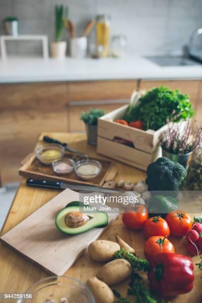 fresh colorful vegetables - consegna a domicilio foto e immagini stock