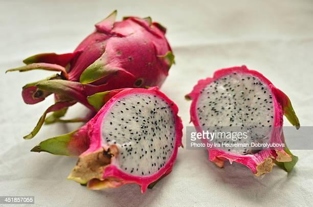 fresh cut open dragon fruit (pitaya or pitahaya) - dragon fruit stock pictures, royalty-free photos & images