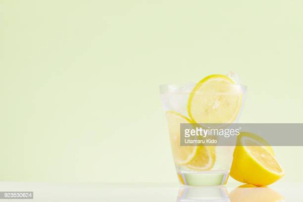 fresh drink. - minimalist living in japan ストックフォトと画像