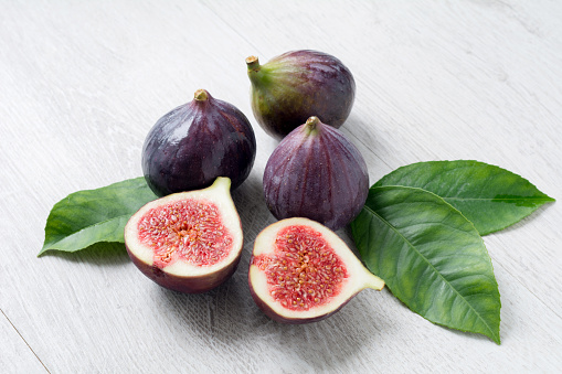 Fresh Figs With Green Leaf Isolated - gettyimageskorea