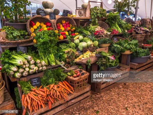 fresh food market - ファーマーズマーケット ストックフォトと画像