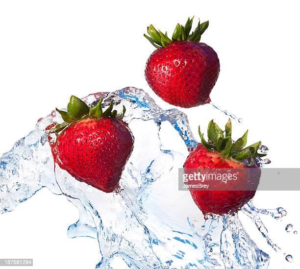 新鮮なフルーツ、レッドのストロベリー水にはおって、白色背景