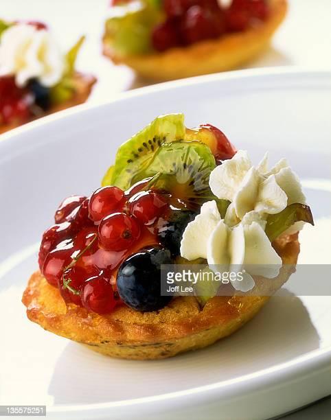 Fresh fruit tartlet with cream