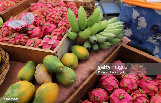 fresh fruits in hanalei farmer's market - tropical fruit stock pictures, royalty-free photos & images