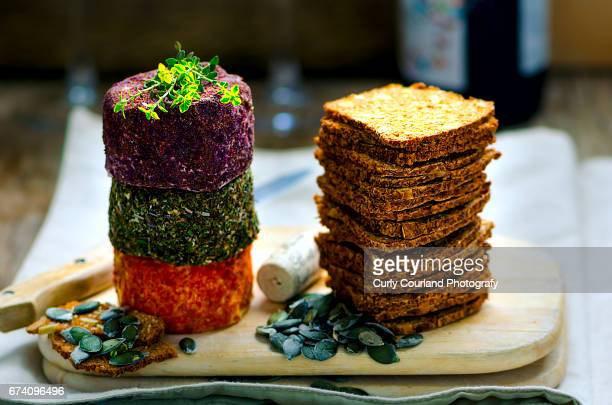Fresh goat cheeses in various breading with wholegrain crispbreads