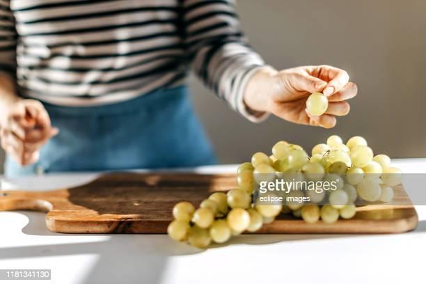 fresh grape - uva foto e immagini stock