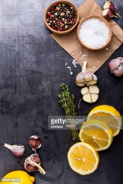 fresh herbs and spices - sal de cozinha - fotografias e filmes do acervo