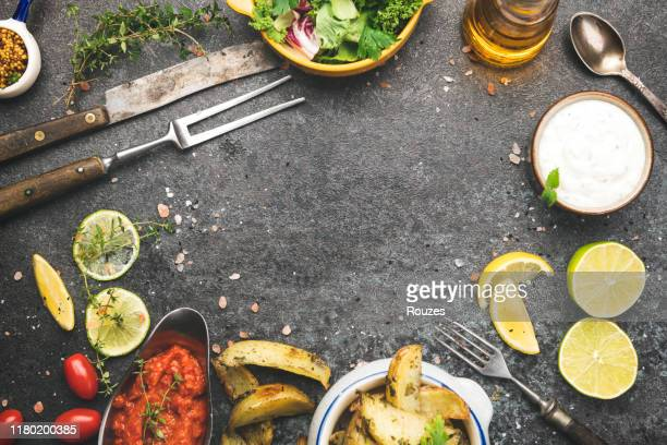 調理のための新鮮な食材フレーム - 料理本 ストックフォトと画像