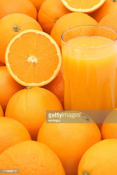 絞りたてのジュース、オレンジ-垂直