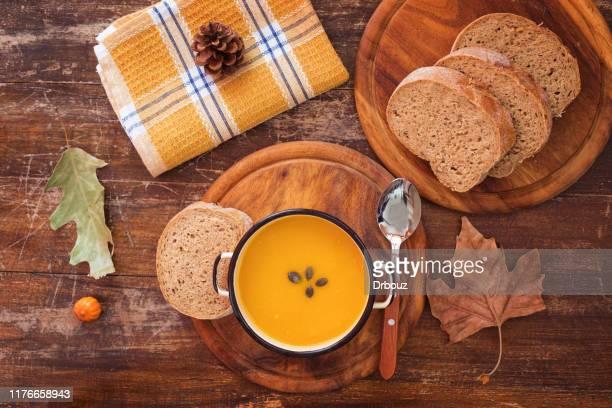 sopa de abóbora feita fresca - sopa - fotografias e filmes do acervo