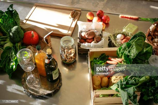 fresh orgnaic vegetables and fruits in a kitchen - food photos et images de collection