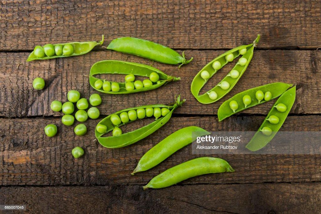 Fresh peas on wooden table : Stock Photo