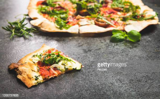 fresh pizza - vegetarian pizza stock pictures, royalty-free photos & images