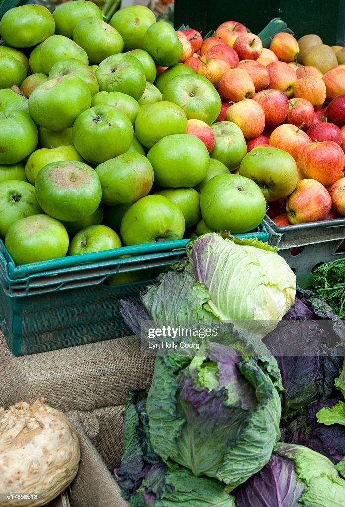 Fresh produce at marketplace : Stockfoto