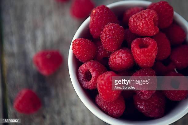 Fresh raspberries in bowl