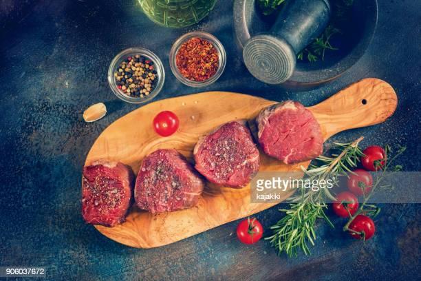 Frisches rohes Rinderfilet Steak