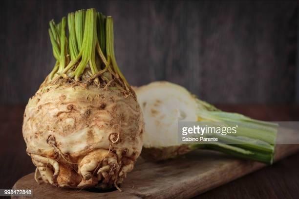 fresh raw celeriec - celeriac - fotografias e filmes do acervo