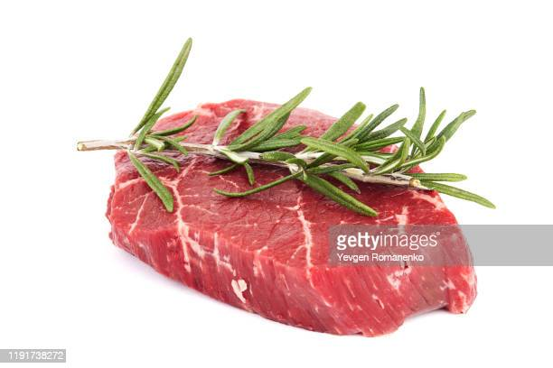 fresh raw meat with rosemary, isolated on white background - aliment cru photos et images de collection