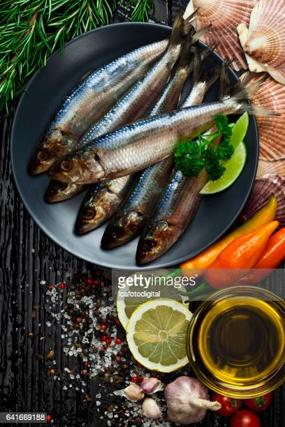 Sardine crudi freschi