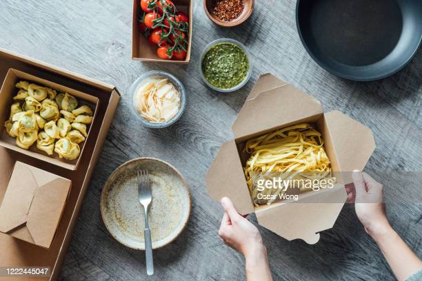 fresh recipe box and food delivery - italian food stock pictures, royalty-free photos & images
