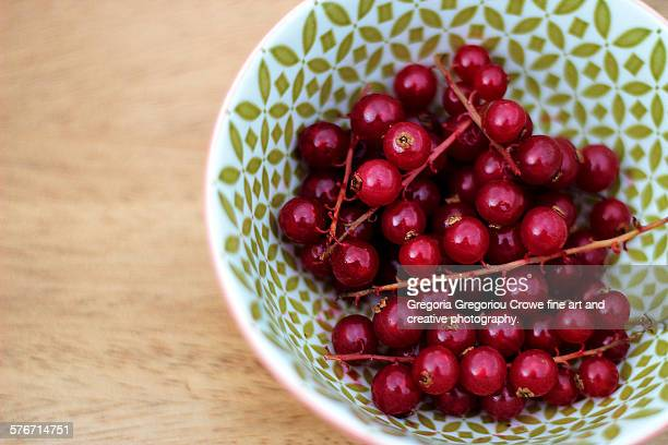 fresh red currants - gregoria gregoriou crowe fine art and creative photography. stockfoto's en -beelden