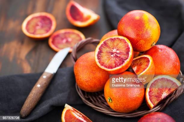 fresh ripe juicy sicilian blood oranges - sicilia fotografías e imágenes de stock
