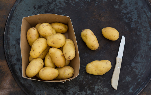 fresh ripe potatoes on table - gettyimageskorea