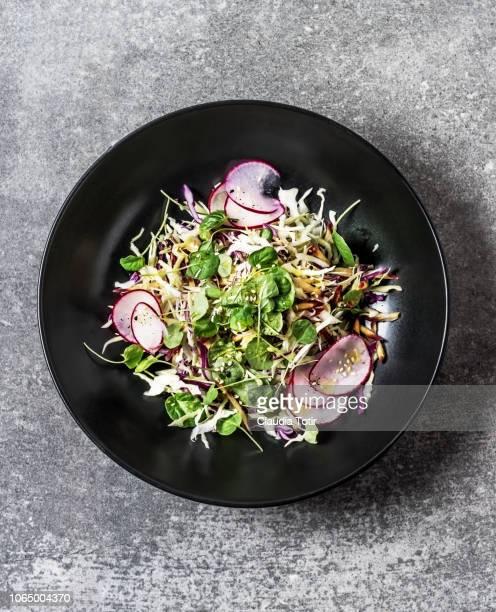 fresh salad - cavolo cappuccio verde foto e immagini stock