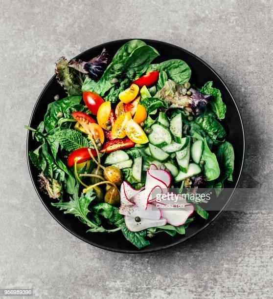 fresh salad - salad fotografías e imágenes de stock