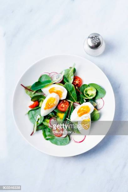 fresh salad with hard boiled eggs - green salad stock pictures, royalty-free photos & images