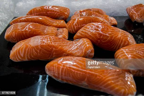 fresh salmon in fish market - food state stock pictures, royalty-free photos & images