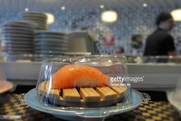 fresh salmon sushi - rafael ben ari - fotografias e filmes do acervo