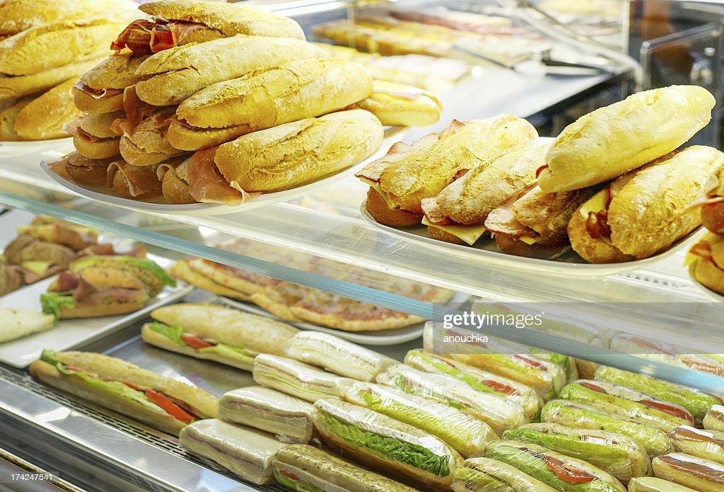新鮮なサンドイッチの販売 : ストックフォト
