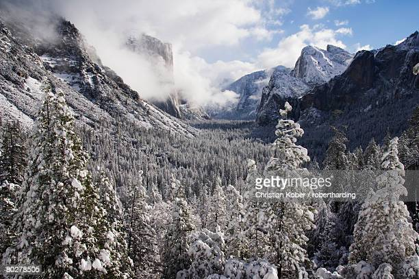 Fresh snow fall on El Capitan in Yosemite Valley, Yosemite National Park, UNESCO World Heritage Site, California, United States of America, North America