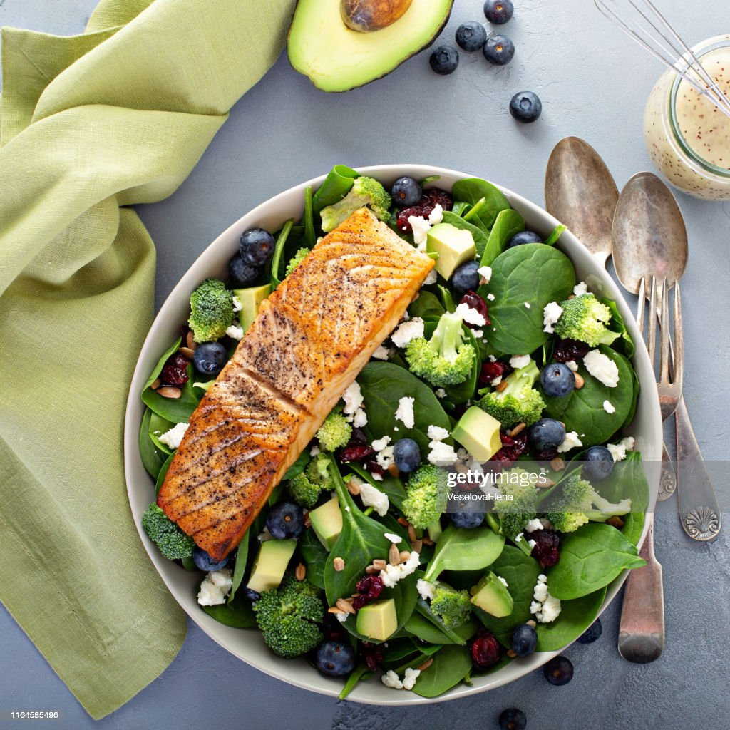Fresh spinach and feta salad with salmon : Stock Photo