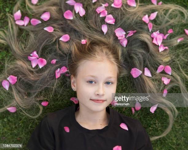 ritratto di primavera fresca - occhi azzurri foto e immagini stock