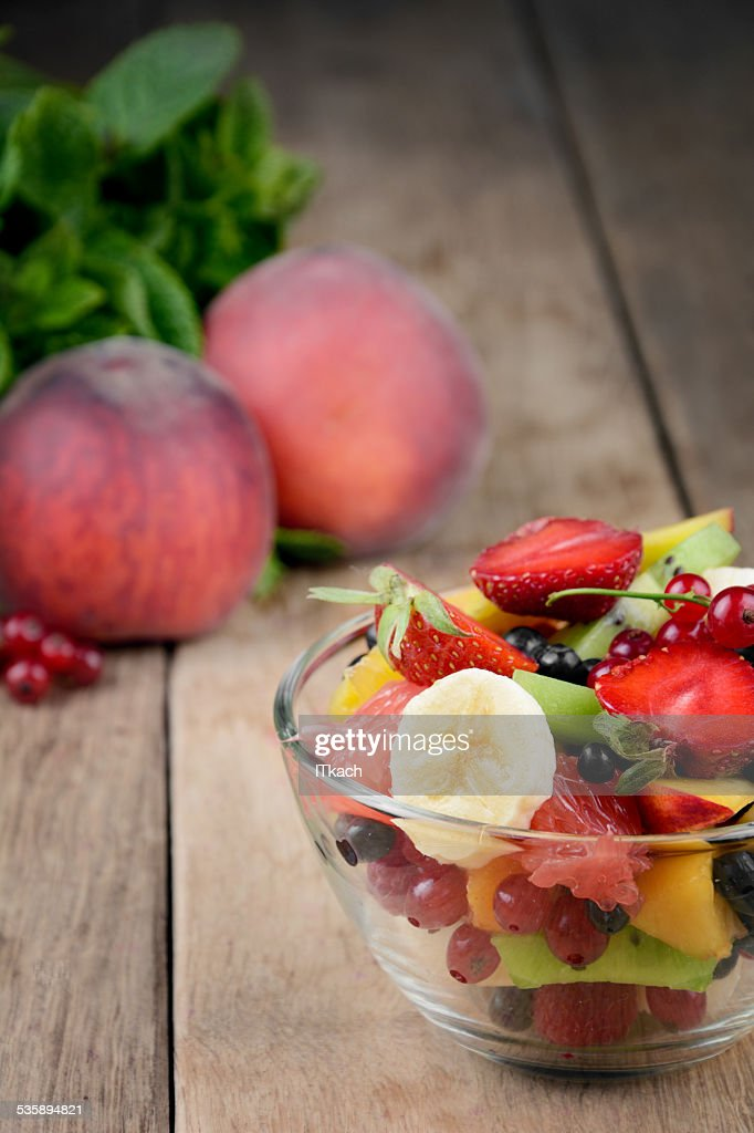 Fresh tasty fruit salad : Stockfoto
