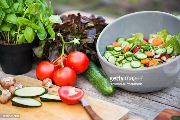 fresh vegetable on vintage garden table - freshness stockfoto's en -beelden