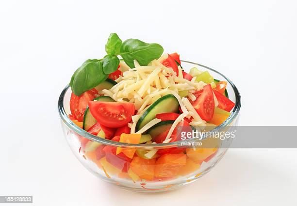 Ensalada de vegetales frescos en un tazón