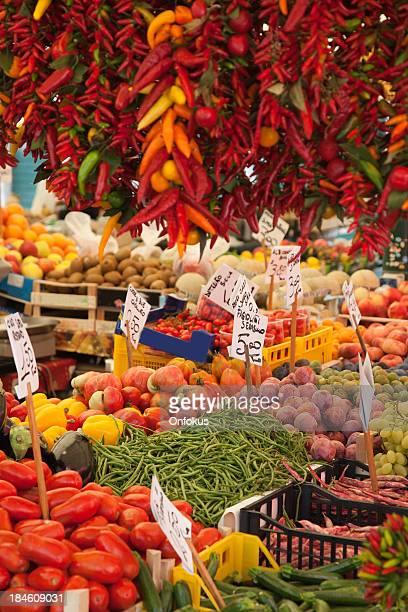 Verduras frescas en un mercado, Venecia, Italia