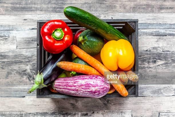 fresh vegetables in wooden box - holzkiste stock-fotos und bilder