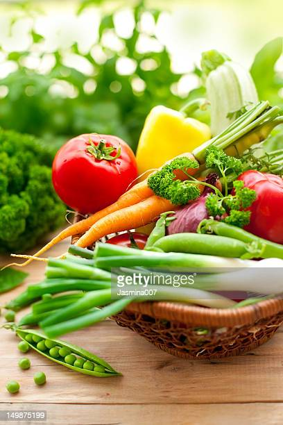 frescos produtos hortícolas - imagem super exposta imagens e fotografias de stock